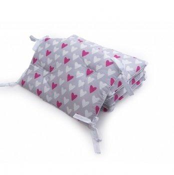 Бампер в кроватку Twins Premium Сердечки стеганный Розовый/Серый