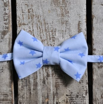 Галстук-бабочка для мальчика MagBaby Синие звезды на голубом