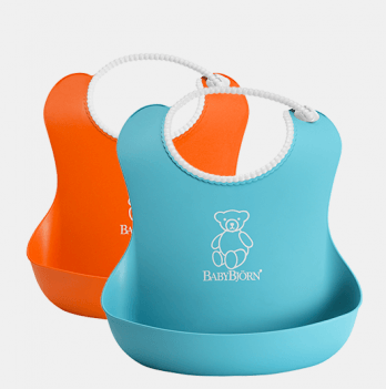 Набор из двух мягких нагрудников BabyBjorn. Голубой и оранжевый