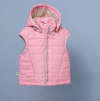 Жилет с капюшоном для девочки Модный карапуз, розовый